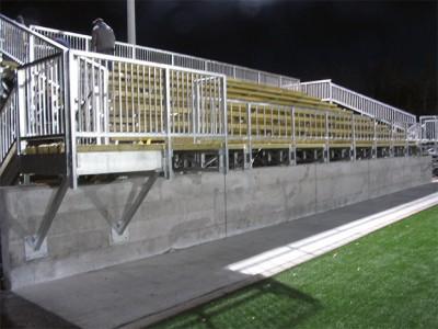 200 places capacity bleachers (Québec)