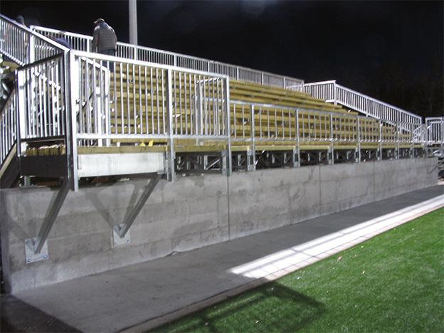 Gradins d'une capacité de 200 places