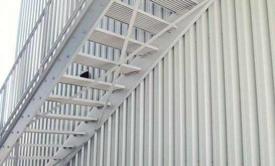 Escalier extérieur en acier peinturé