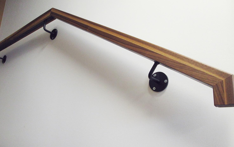 Main-courante en acier et bois de noyer
