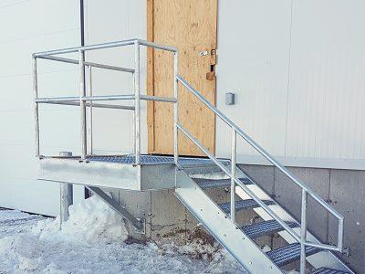 Palier et escalier extérieur