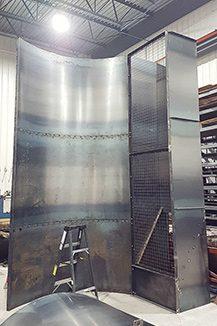 Enceinte et plateforme de travail en acier pour ventilateur d'extraction