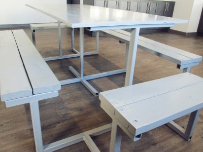 Table à manger en acier et bois