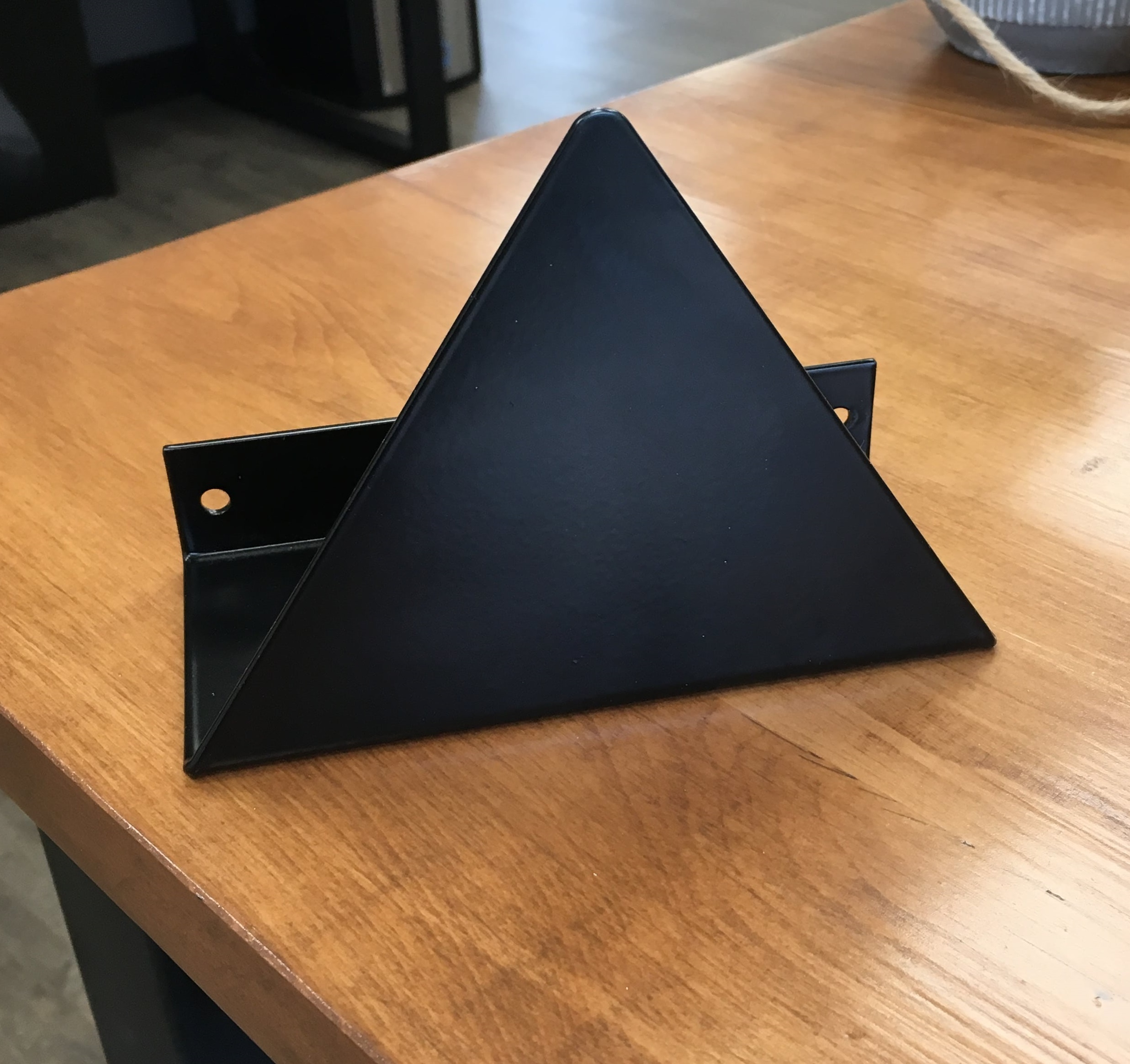 support-mural-triangle-metal